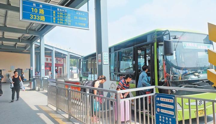 义乌公交候车亭
